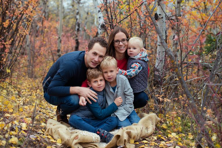 Fall Family session, Calgary family photographer, Claudia T Photography, Claudia T photographer, Fall Mini, Fall Minis, park family photos, fall family photos, kids photographer, family photo session, fall photo session